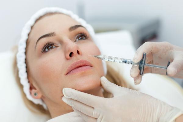 Injectare acid hialuronic